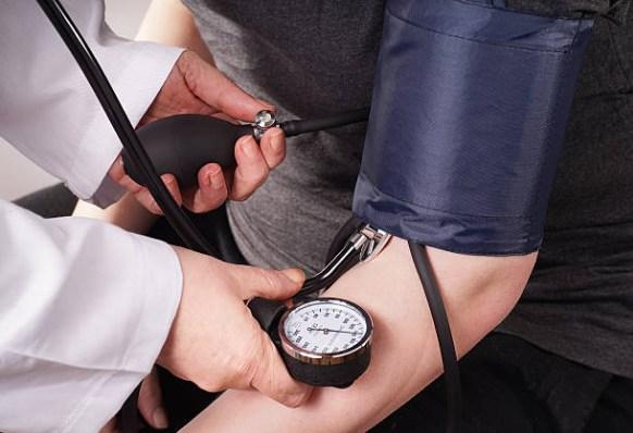 misurazione della pressione alta