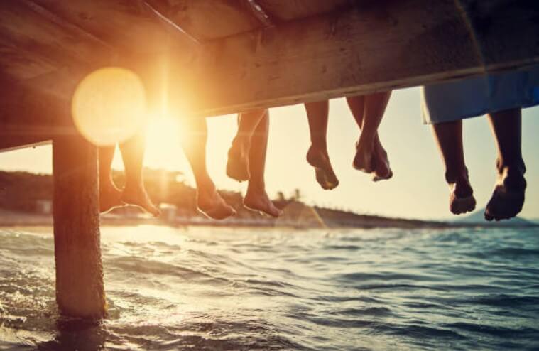 piedi nudi sulla spiaggia