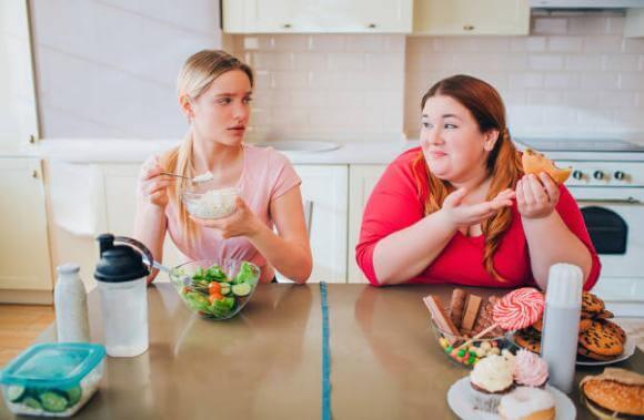sani e cibo spazzatura, donne