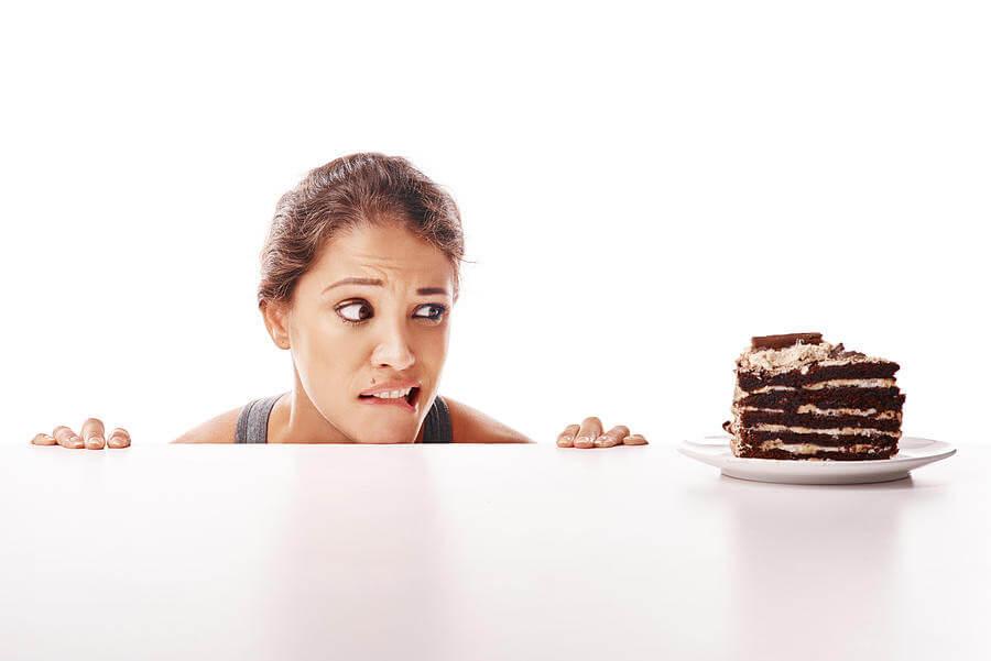 donna, cattive abitudini alimentari, cioccolato