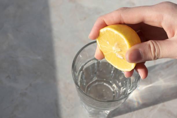 Risciacquo con acqua di limone