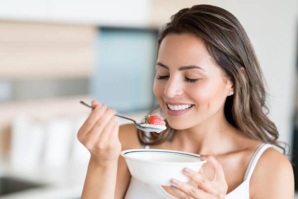 Porridge di fragole per un bel sorriso pulito e naturale