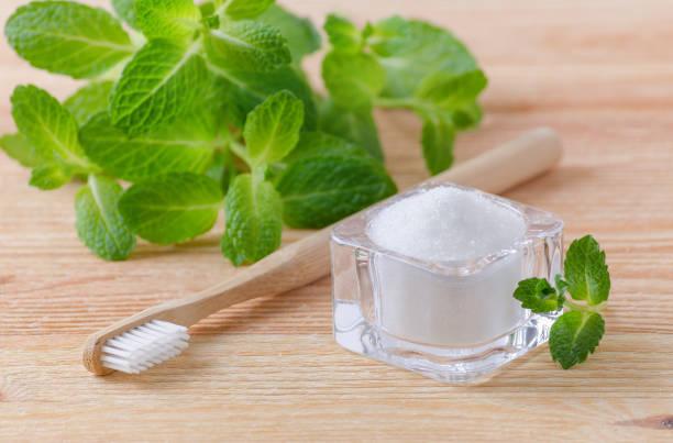Pasta sbiancamento dei denti con miele e sale